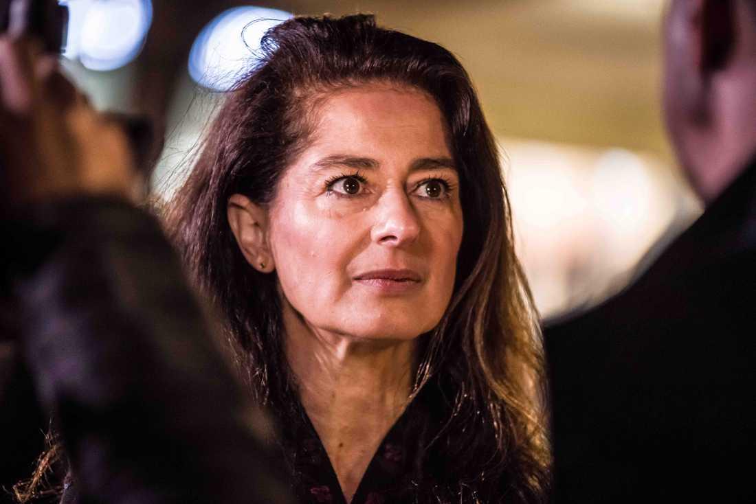 Corinne Vella anser att premiärministern, Joseph Muscat, bör avgå för hur han hanterat korruptionsmisstankar mot män inom hans regering.