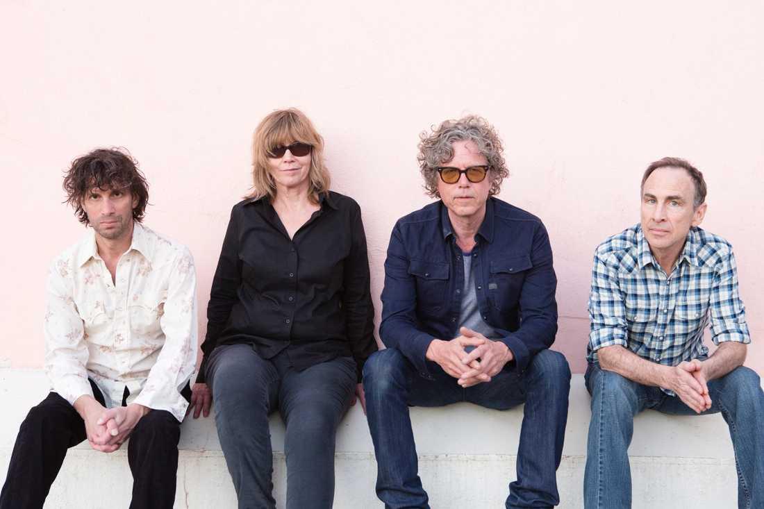 Alla medlemmar får höras på The Jayhawks elfte album.