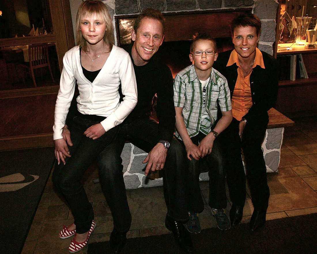 Familjen Svan, här även med sonen Ferry.