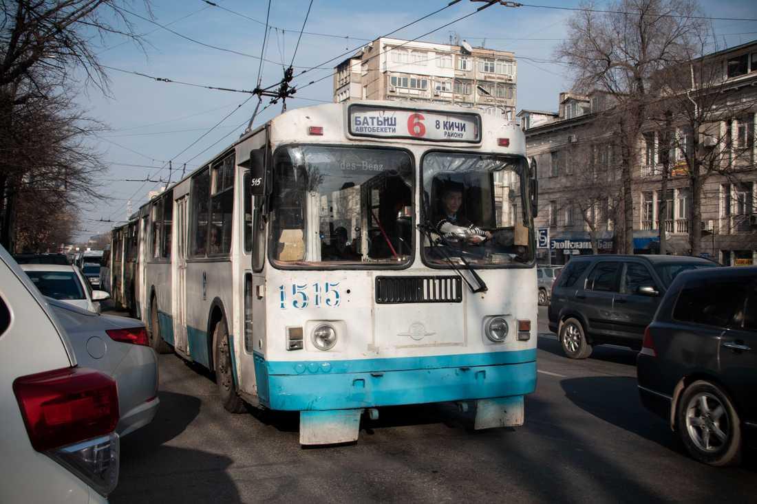 Transportnätet i staden består till stor del av gamla minibussar och trådbussar.