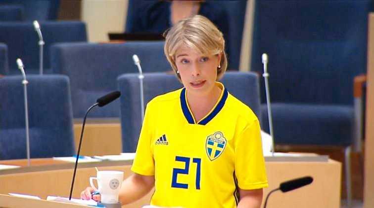 Socialminister Annika Strandhäll (S) under Interpellationsdebatten om unga vuxna med psykisk ohälsa.