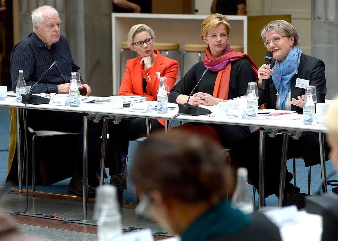 Thomas Hammarberg, Sofia Östmark, Loa Brynjulfsdottir och framtidsminister Kristina Persson.