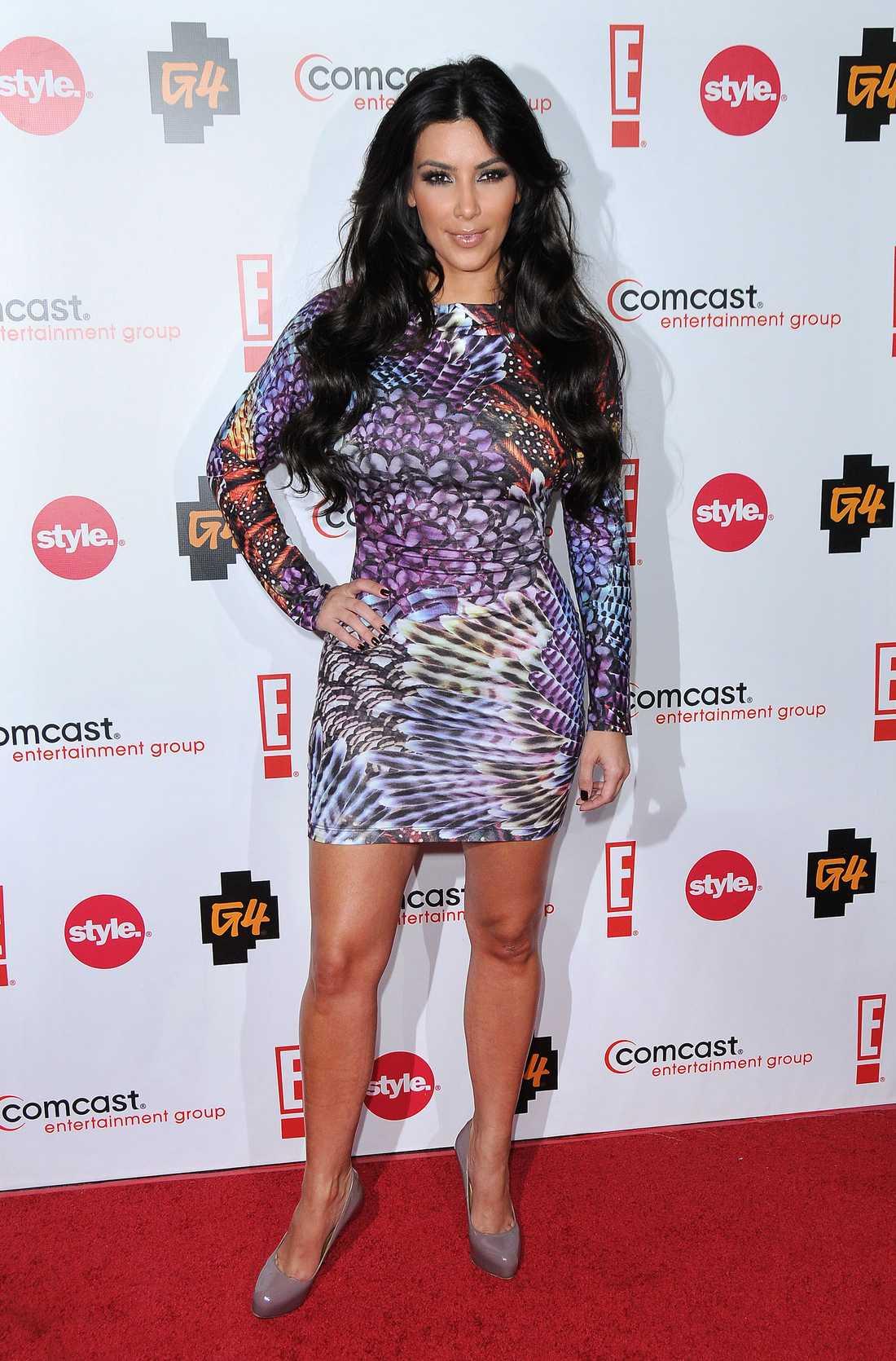 Printens tid är inte förbi. Det visar Kim Kardashian med all tydlighet i klänning från Alberto Makali.