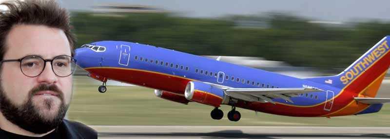 Southwest-flyget lyfte utan regissören Kevin Smith. Kaptenen tyckte att han var för fet och utgjorde en säkerhetsrisk.