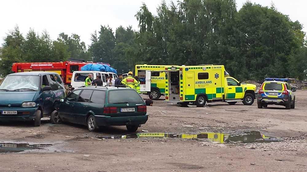Gängslagsmål har brutit ut i Gävle. Inblandade är ett antal bärplockare som ska ha rykt ihop med bilar, påkar och stenar