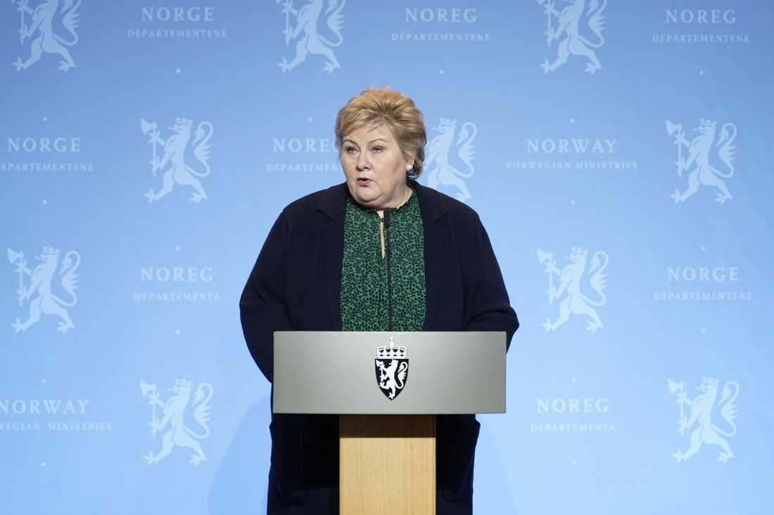 Statsminister Erna Solberg (H) vid presskonferensen på onsdagen.