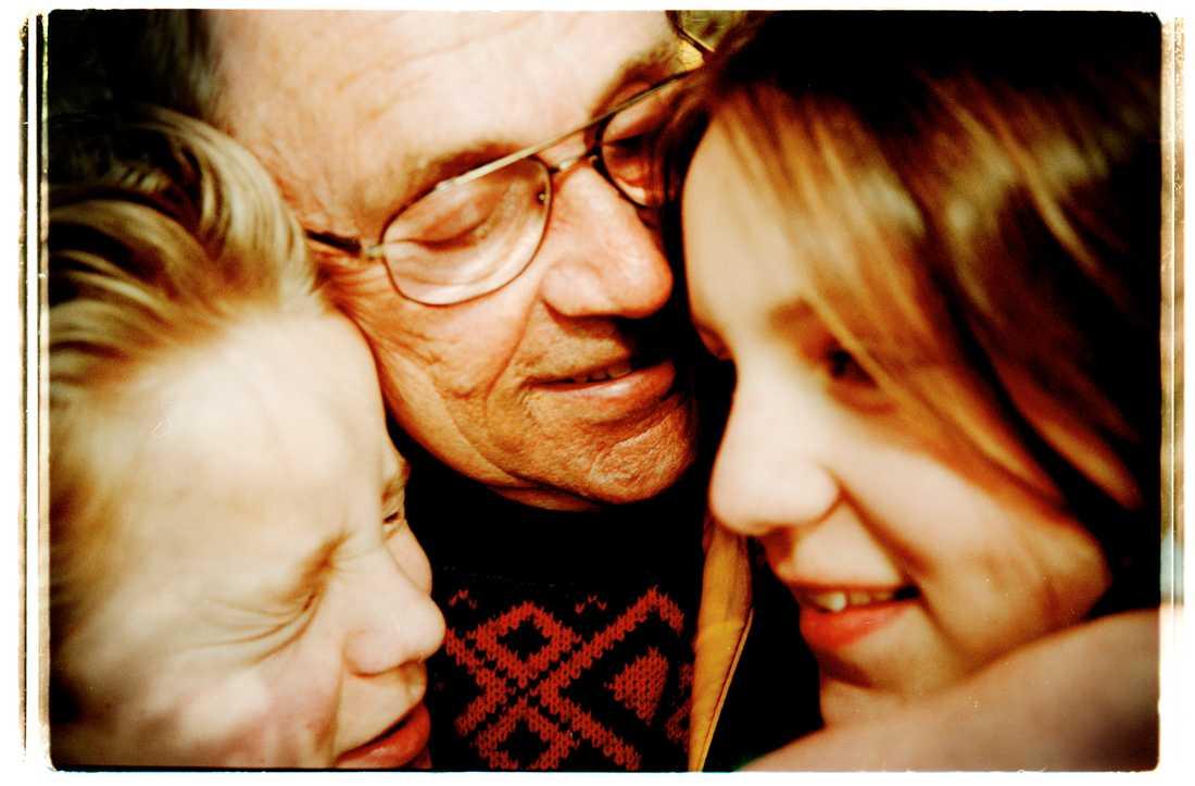 Arne Weise med sina barn Andreas och Anna.