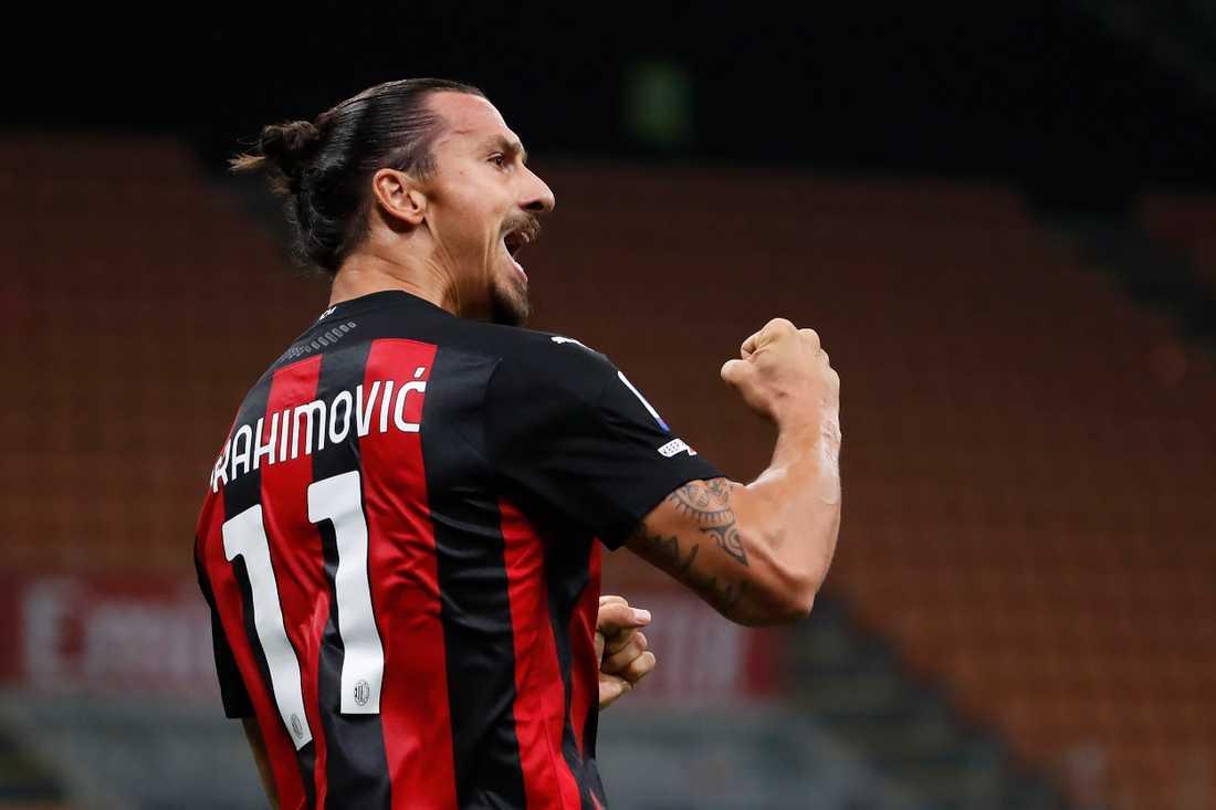Zlatan Ibrahimovic fick en fin start på Serie A-säsongen och gjorde två mål i Milans hemmaseger mot Bologna.