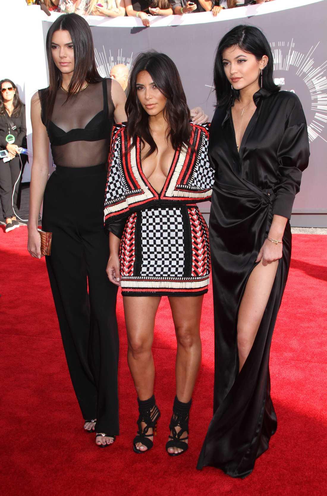 Kim Kardashian med systrarna Kylie och Kendall Jenner
