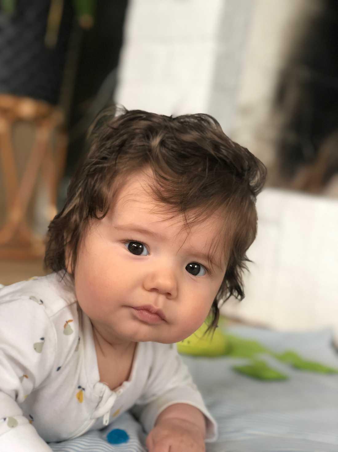 """""""Hans pappa hade ganska mycket hår när han var bebis men inte så här""""."""