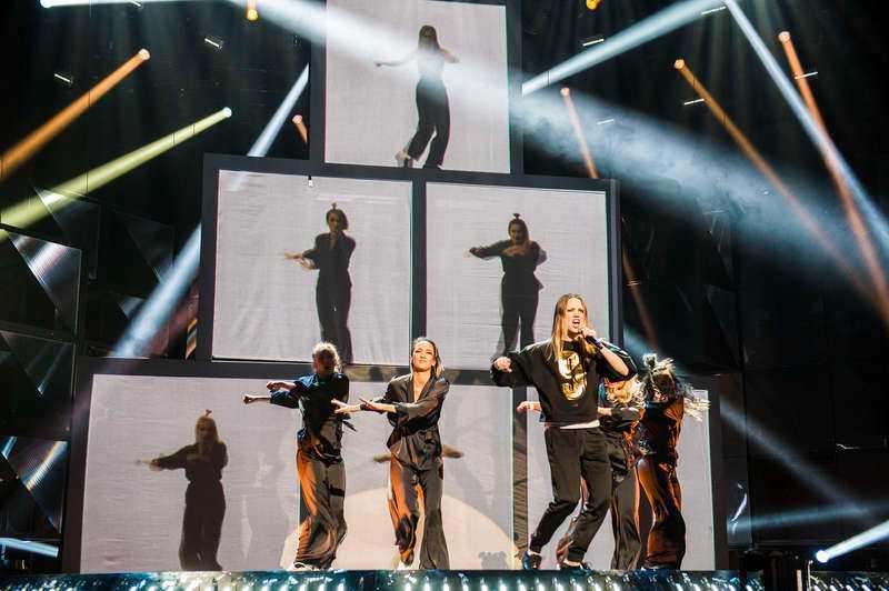 """Ace Wilders supershow golvade allaExperterna och schlagernördarna skakade på huvudet efter uppspelningen av låtar i onsdags. Ace Wilders """"Don't worry"""", hade den nåt att komma med, verkligen? Så kom repetitionen som golvade alla på plats. Jättepyramiden som måste byggas på scenen varje gång numret ska framföras, ljuseffekterna, Ace som dansar med fem versioner av sig själv i videoprojektioner, och fem suveräna dansare. Bara en diskad Anna Book fick oss att prata om annat."""