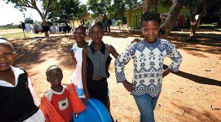 Barnhemmet i Gaborone där romanfiguren Mma Ramotswes blivande make adopterar två barn på eget bevåg finns i verkligheten.