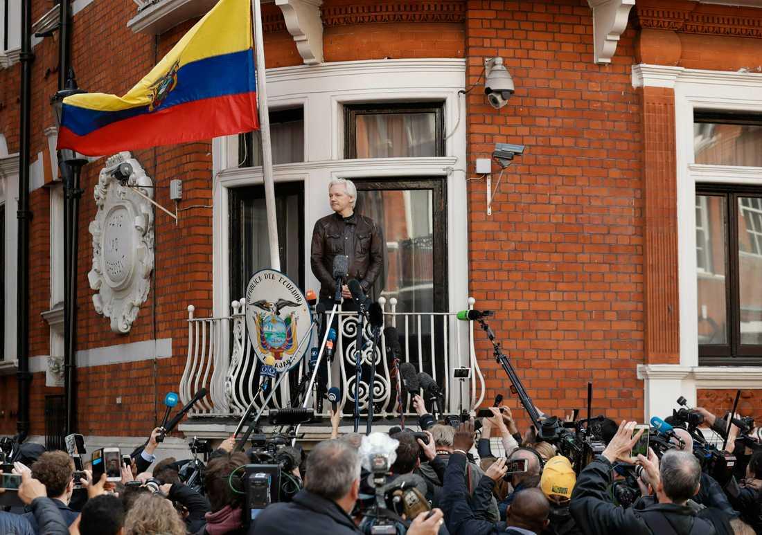 Julian Assange på Ecuadors ambassad 19 maj 2017.