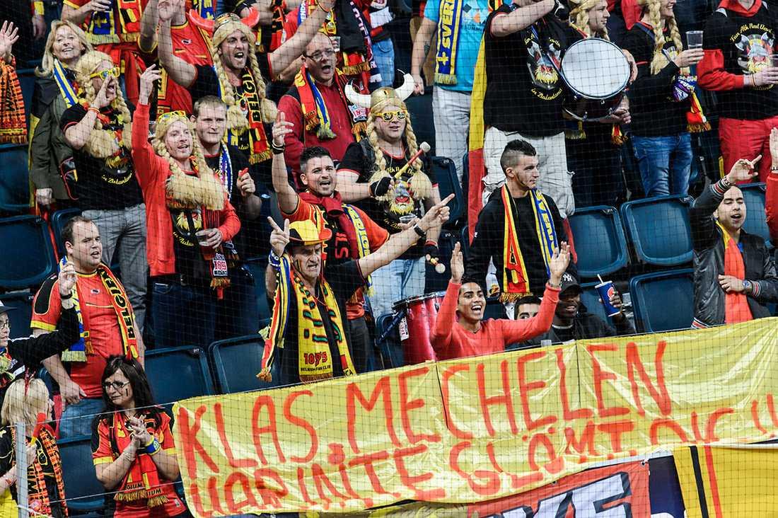 När svenska landslaget mötte Belgien i träningsmatch inför VM 2014 hyllades han av inresta supportrarna på läktaren.