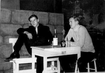 SKÅDESPELAREN Christer Petterssons teaterintresse ledde honom till Calle Flygares teaterskola, där han stal från sina teaterkamrater. Här spelar han på Långholmen 1966.