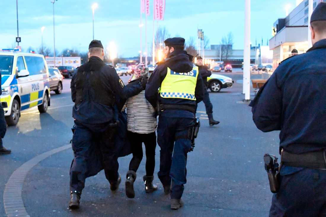 Kvinnan greps i närheten av platsen där flickan hittades.