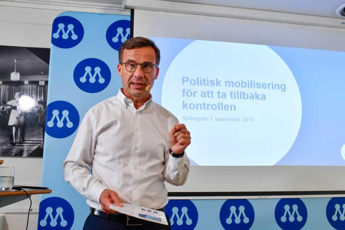 De borgerliga partierna vill ha med Sverigedemokraterna i samtalen om gängkriminalitet. M-ledaren Ulf Kristersson väckte frågan på Facebook. Arkivbild.