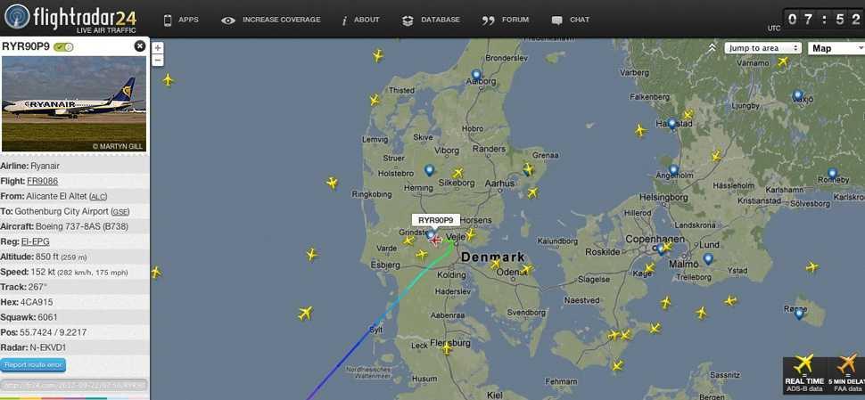 Här nödlandar planet. Bilden visar hur flight FR9086 plötsligt ändrar kurs och går in för landning i danska Billund.