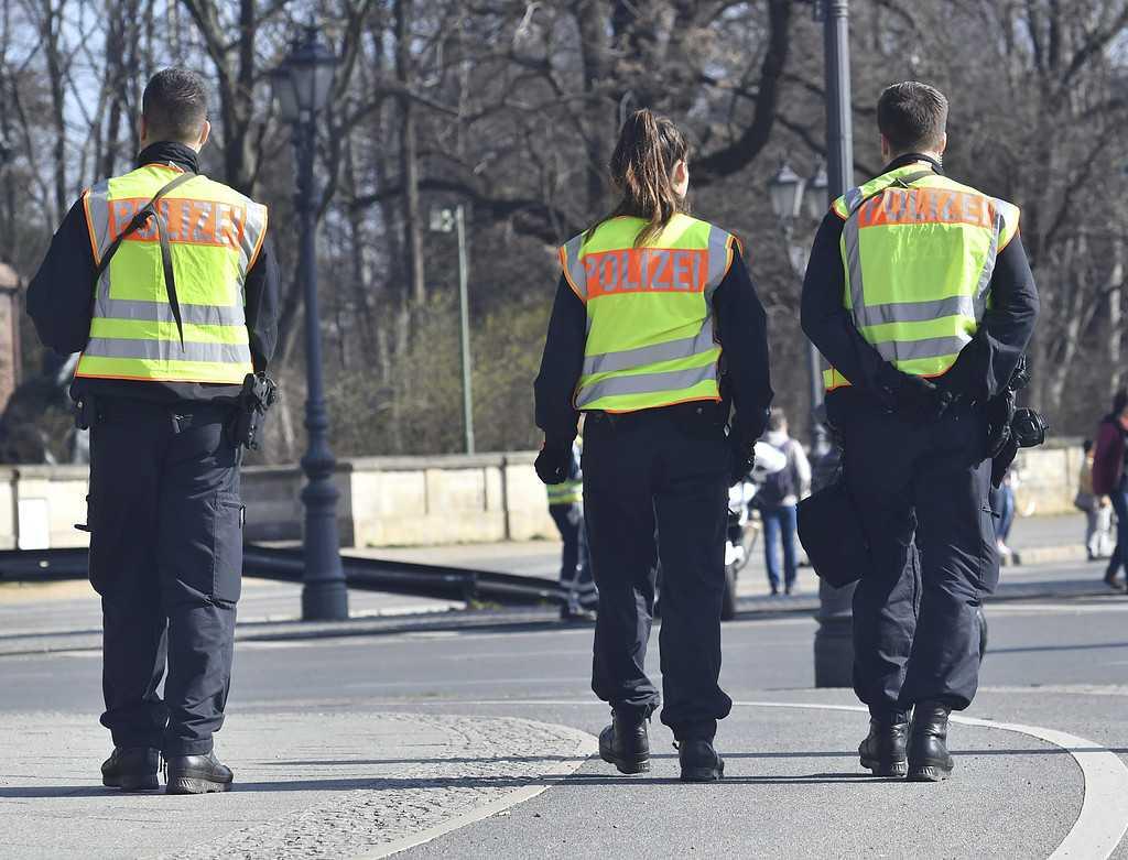Enligt polisen förekom ingen hotbild mot loppet eftersom de haft männen under bevakning.