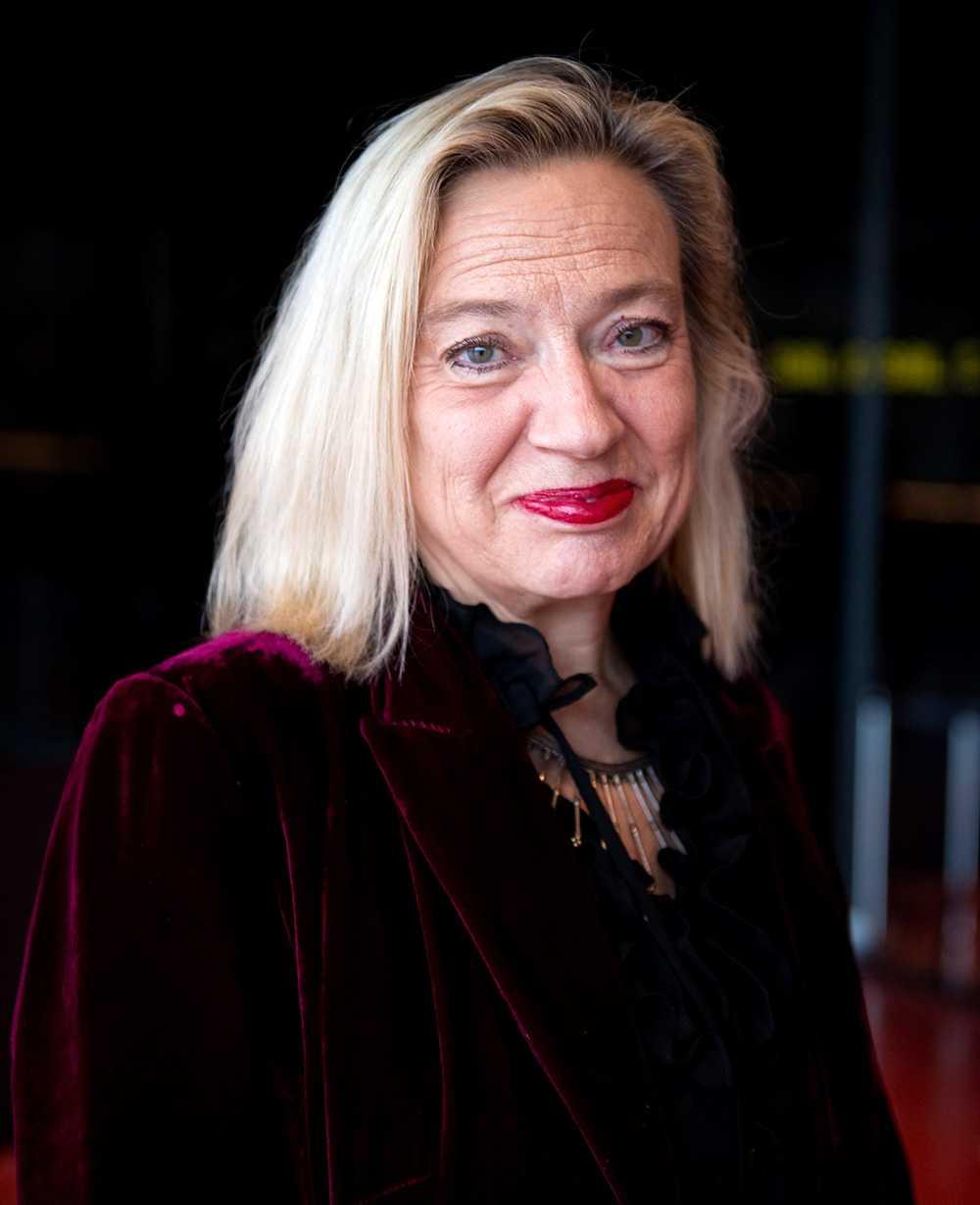 """""""Det är en samvetsfråga. Är man väldigt sjuk och känner att man inte orkar leva längre, och har kommunicerat sina anhöriga om det, då ska man få möjlighet att somna in på ett sätt som man själv bestämmer"""", säger Karin Rågsjö (V)."""