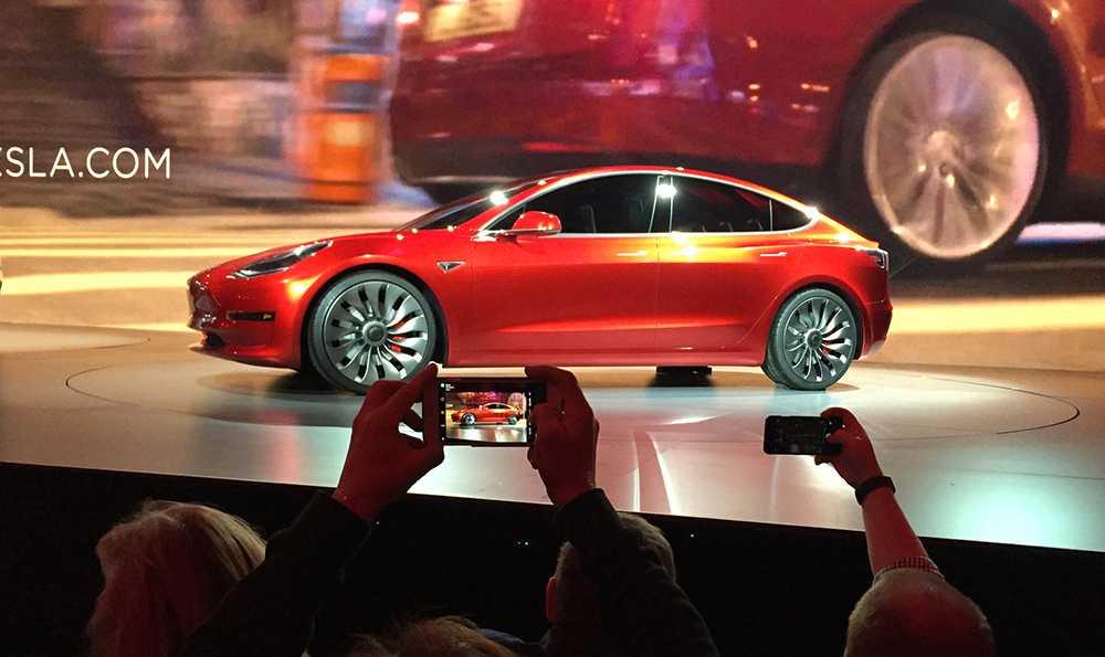 Produktionen av Tesla Model 3 hackar.