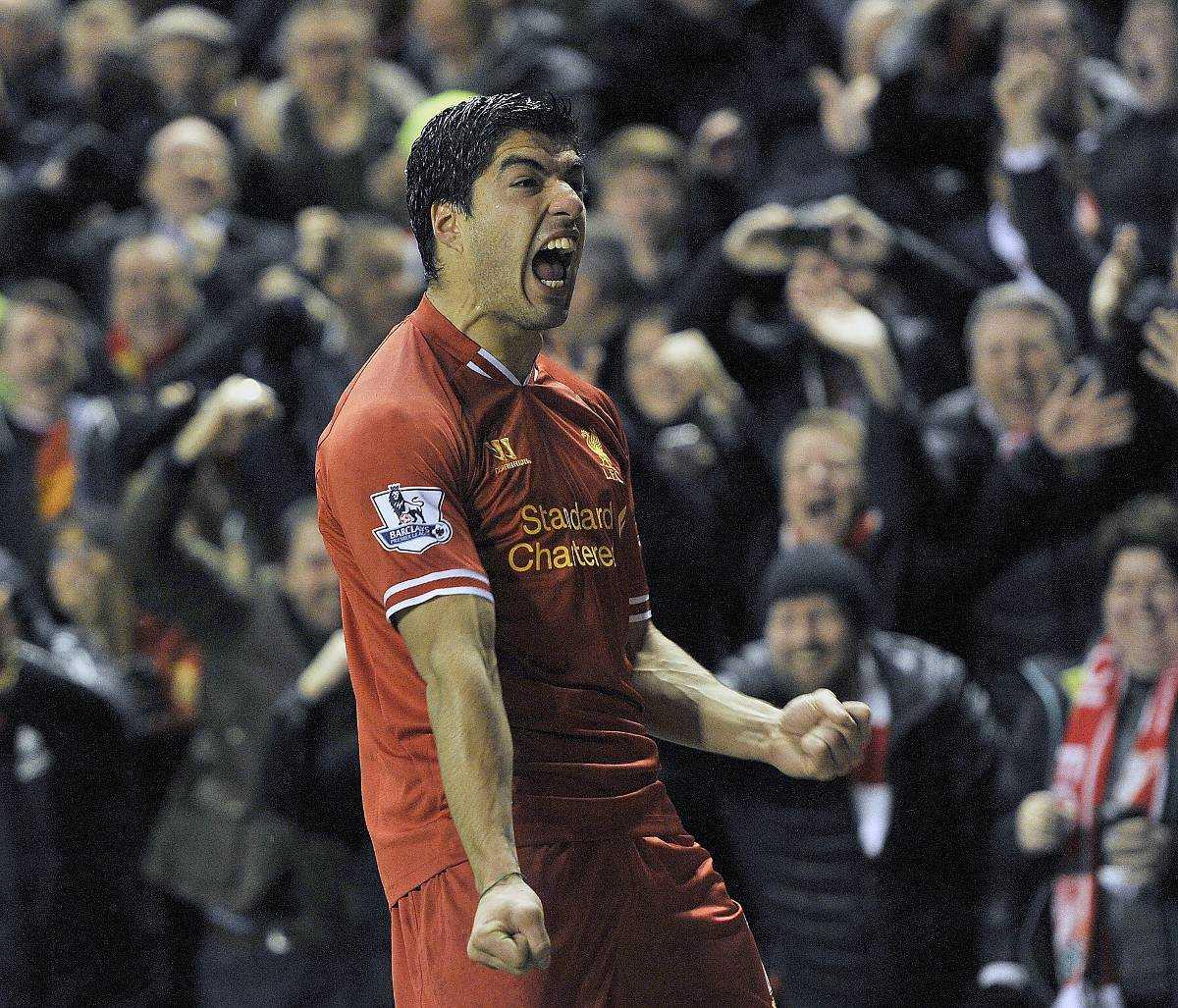 Slåss om titeln Luis Suárez hoppas på hjälp från Anfieldpubliken.