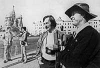 Howe (till höger) på besök i Moskva 1974.