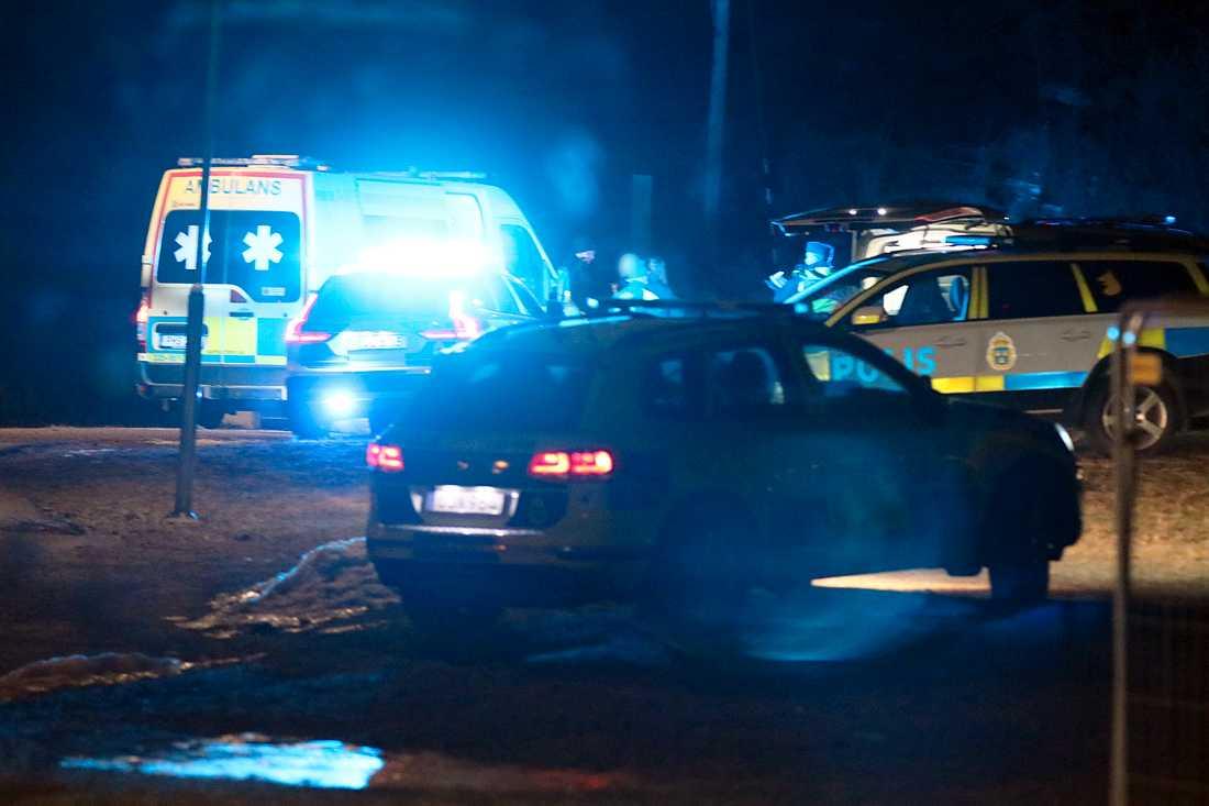 Två personer hittades skjutna i Upplands-Bro.