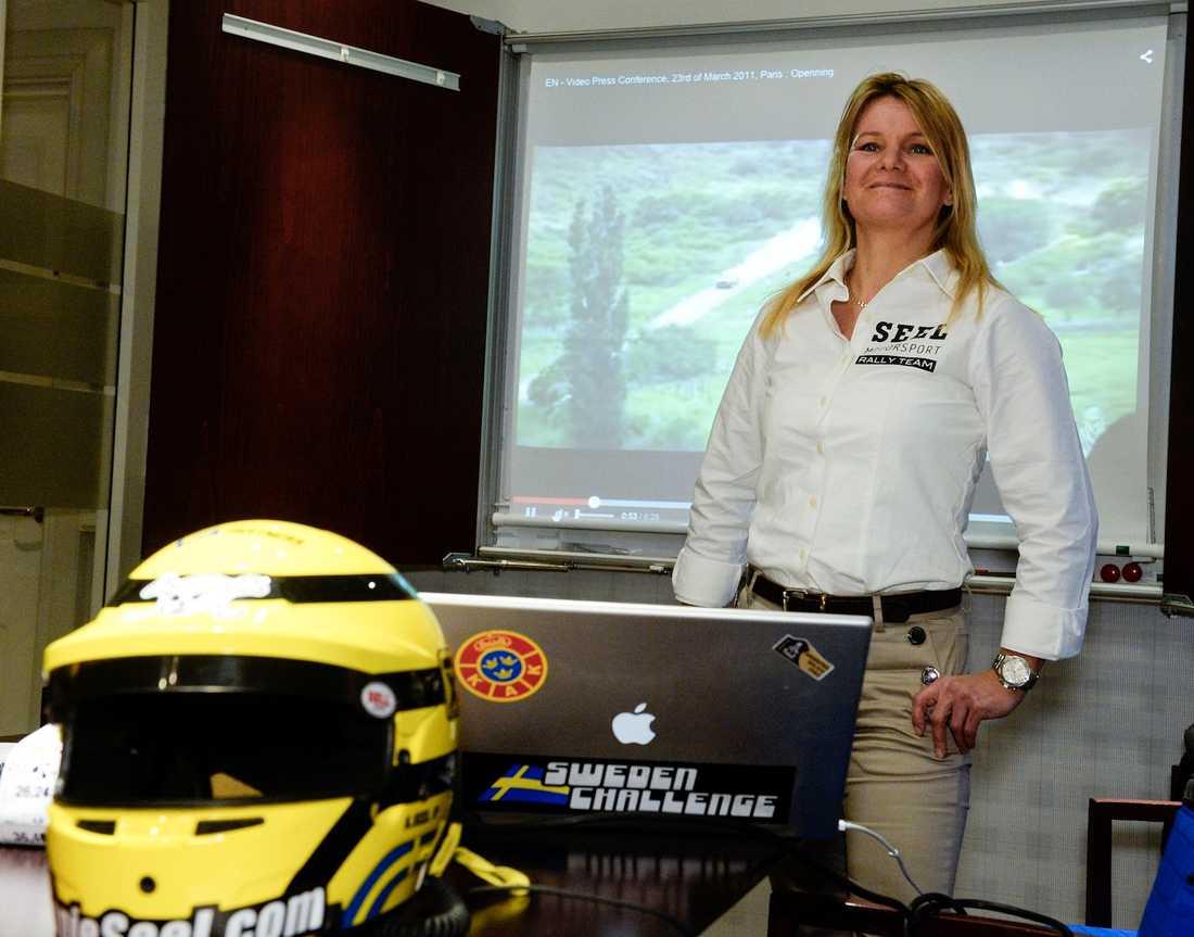 Annie Seel skriver dubbel motorhistoria i januari 2015. Första svenska kvinnliga bilföraren och enda svensk som kört mc och bil i Dakarrallyt.