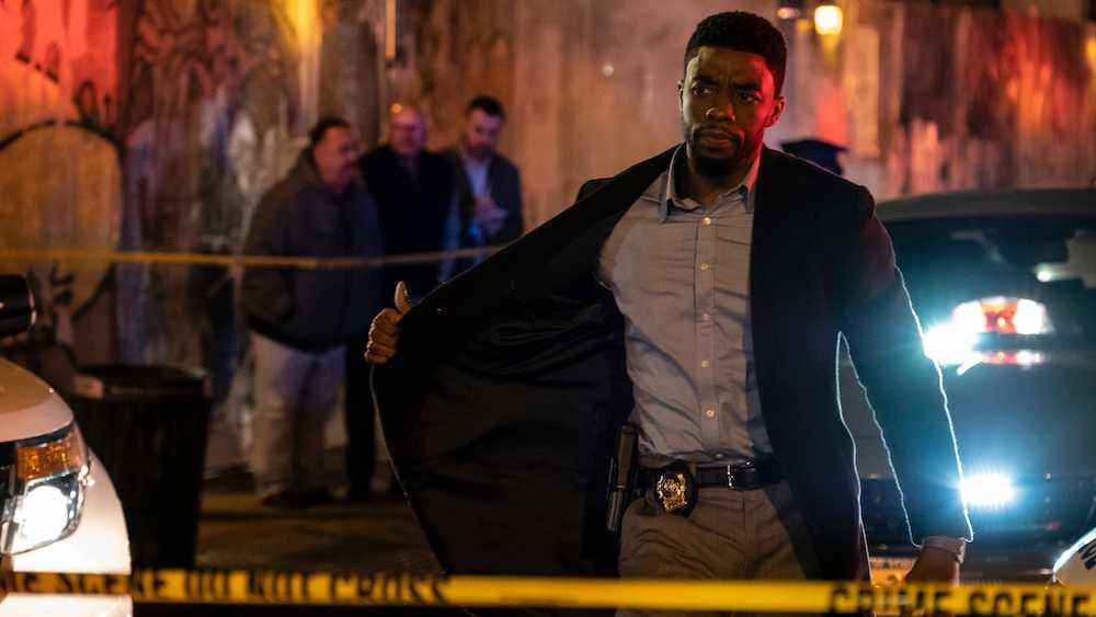 """Chadwick Boseman i """"21 bridges""""."""