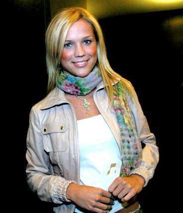 VILL INTE KOMMENTERA Sångerskan Marie Serholt och musikproducenten setts tätt omslingrade på Stockholms innekrogar flera gånger.