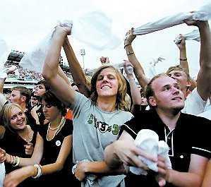 Vit-viftande fans 2005.