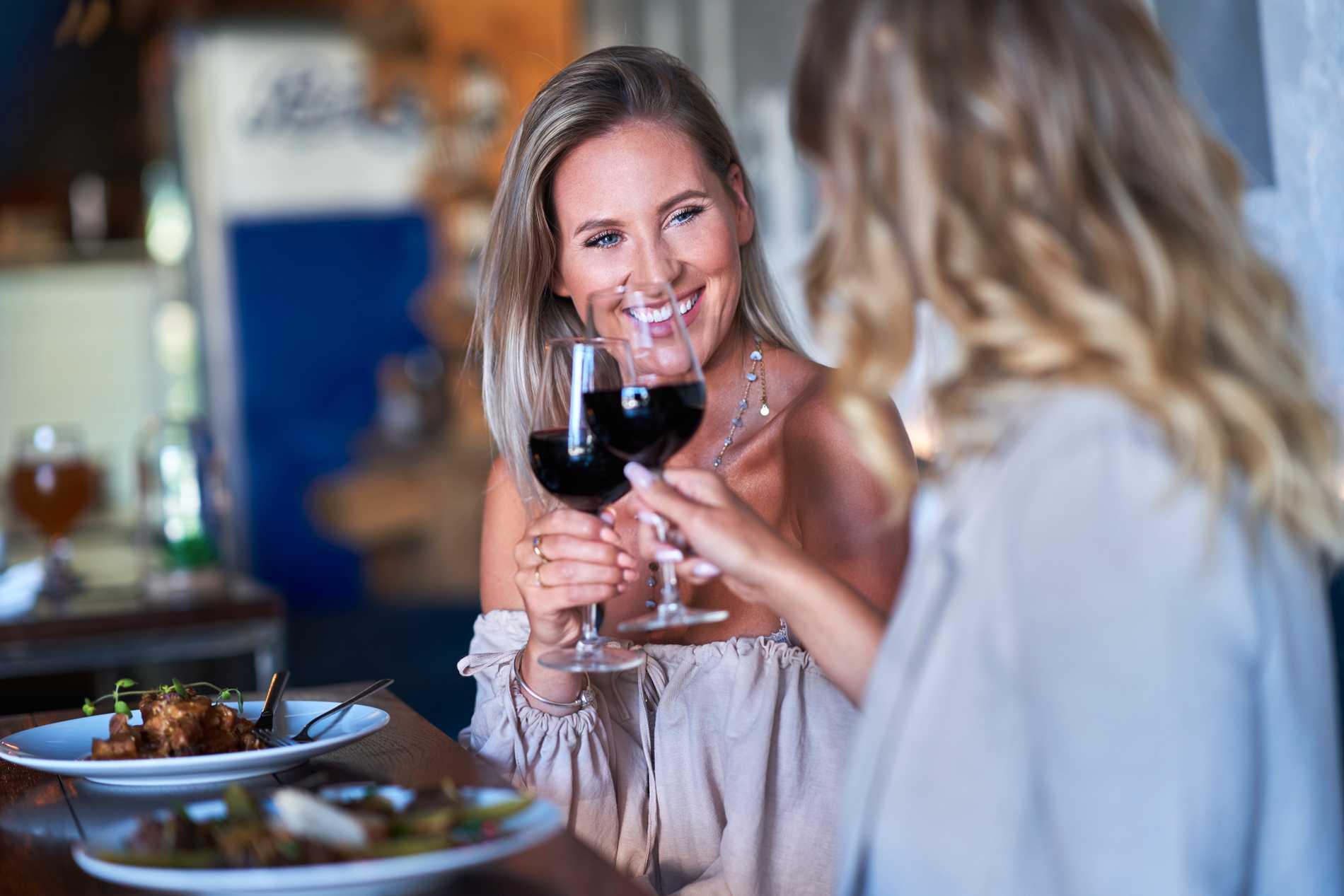 Middagar är populärt för att hålla kärleken vid liv.
