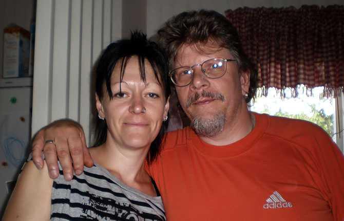 """""""Min partner är 17 år äldre än mig. Han är 50 och jag 33. Vi träffades genom en bekant till oss båda, det sa klick första gången. Allt funkar med alla barn jag har 3st 11 år 4 år 2,5 år. Har har en dotter på 14, det funkar kanon bra tycker vi båda. Hälsningar Jessica."""""""