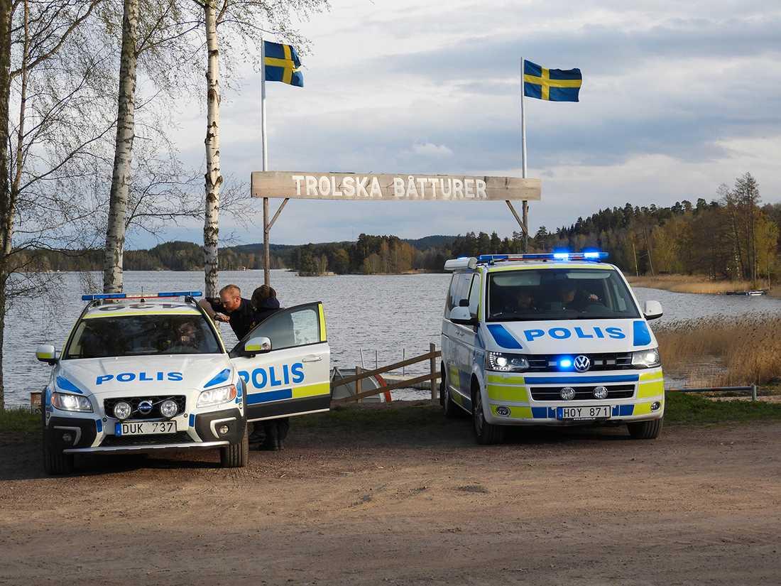 Polis letar efter en förrymd fånge.
