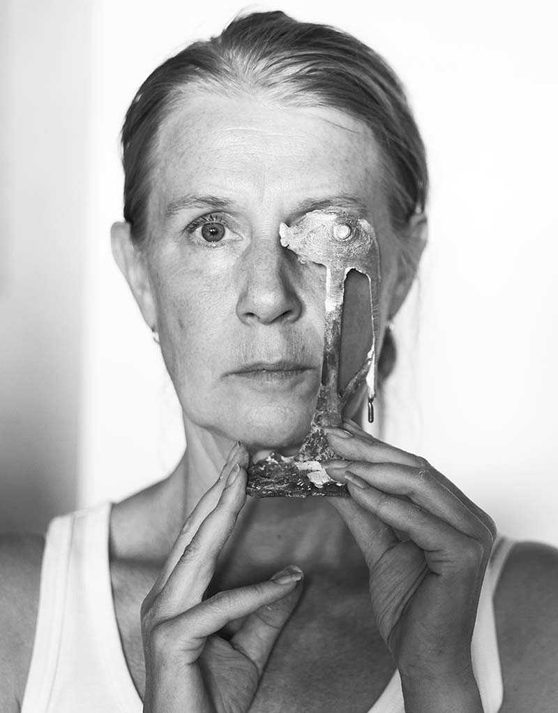 Cecilia Edefalks (född 1954) konstnärsskap är så sensibelt att de svagt fläckiga väggarna på Waldemarsudde ibland konkurrerar med målningarna, skriver Camilla Hammarström.