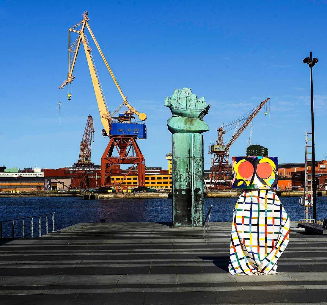 "Eric Magassas verk  ""The lost series""  i Göteborgs hamn."