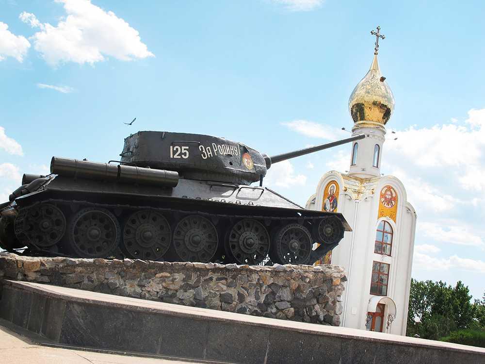 En sovjetisk stridsvagn från andra världskriget är en populär lekplats i centrala Tiraspol. Foto: Nils Resare