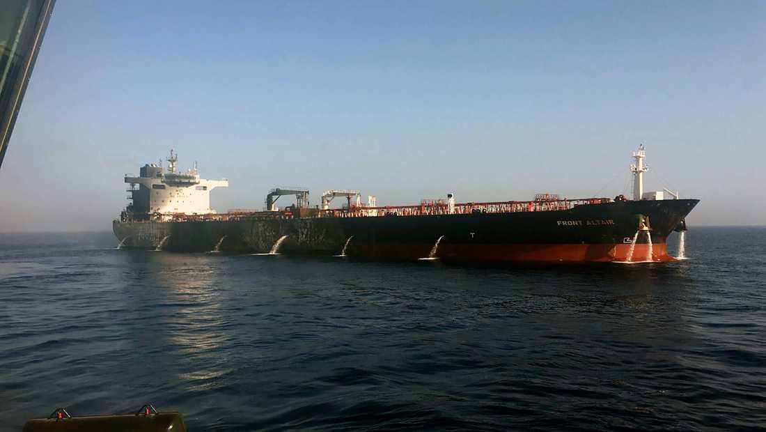 Bild från den norska skeppsägaren Frontline, föreställande fartyget Front Altair efter attacken.