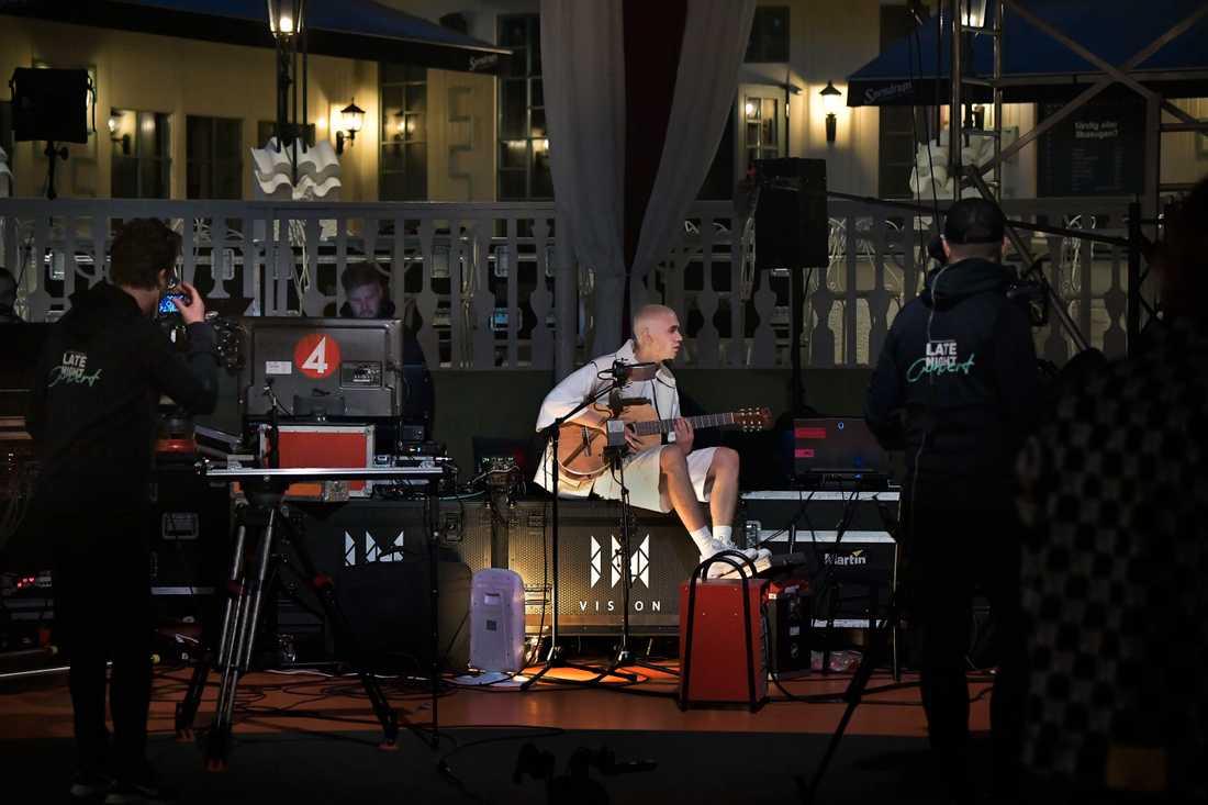 Felix Sandman spelar in på ett folktomt Gröna Lund.