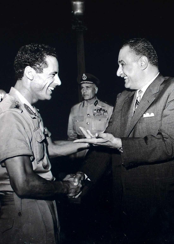 Har roligt tillsammans med Egyptens tidigare president Gamal Abdel Nasser.