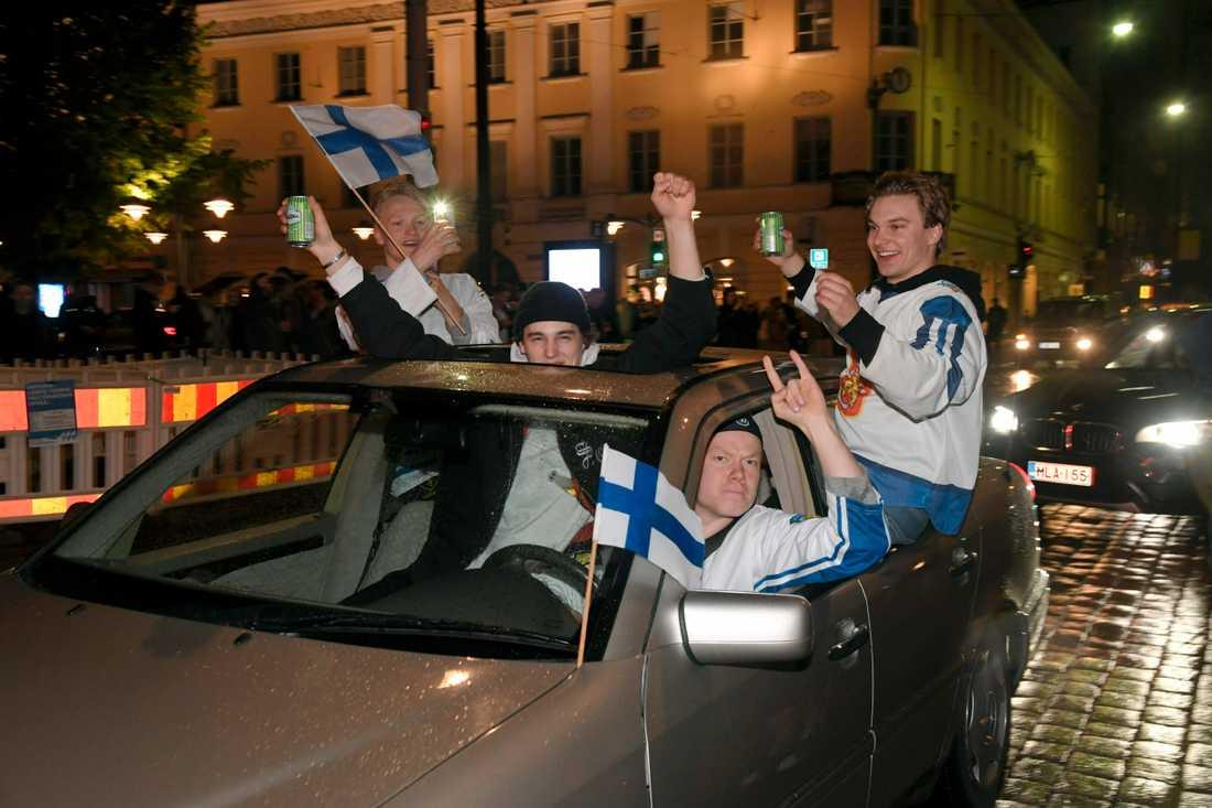 Finska fans firar guldet i centrala Helsingfors.