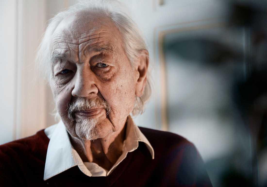 Lennart Hellsing begravning Barnboksförfattaren Lennart Hellsing, 96, begravdes måndagen den 14 december i S:ta Clara Kyrka i Stockholm. Porträttbilden togs i december 2014. Foto: STEFAN MATTSSON.