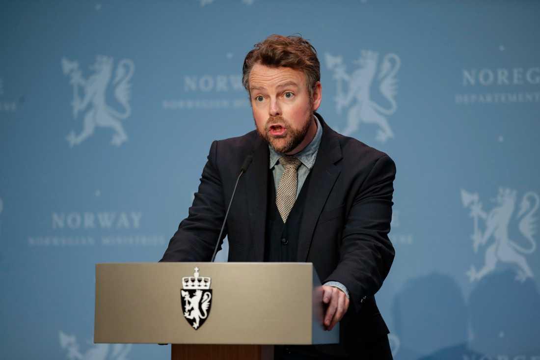 """""""Smittsituationen i Norge och i Europa gör att vi inte kan öppna för mycket åt gången"""" skriver den norske arbets- och socialministern Torbjørn Røe Isaksen till TT. Arkivbild."""
