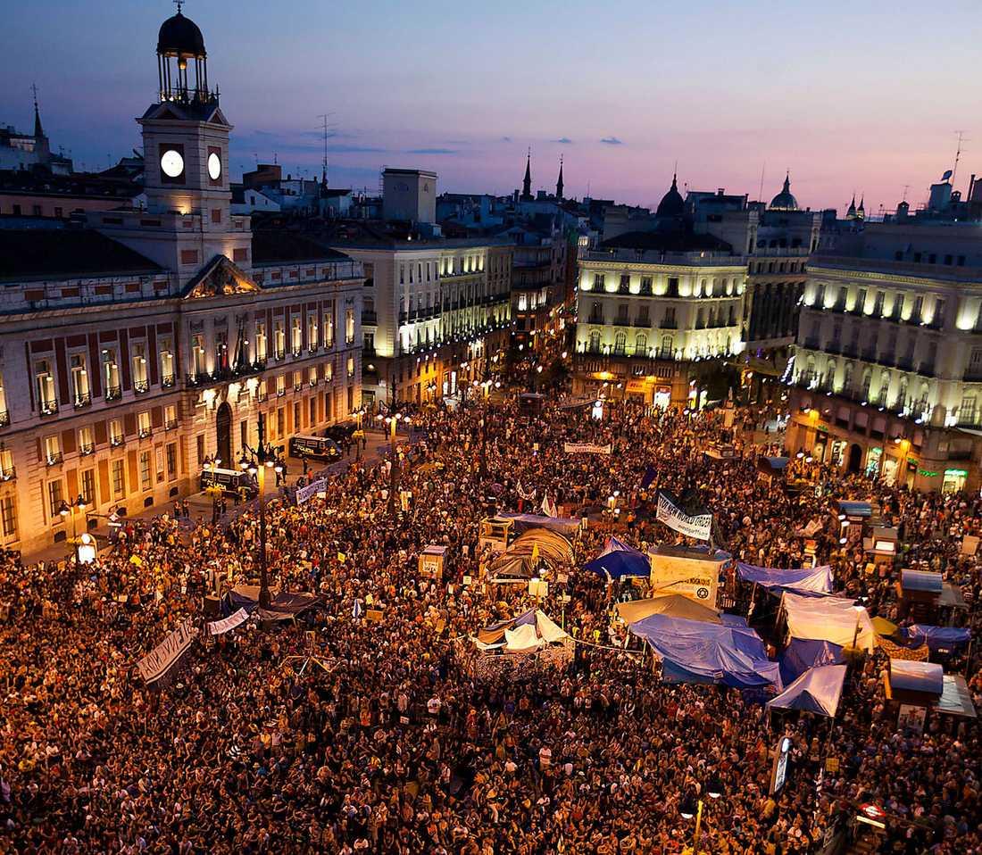 Har slagit läger Puerta del Sol i Madrid har förvandlats till ett läger för desillusionerade människor som har tröttnat på den ekonomiska krisen i Spanien.