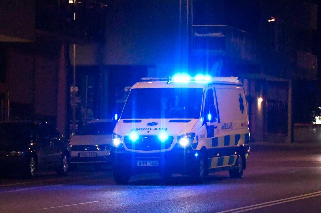 Polisinsats efter knivdåd i Solna.