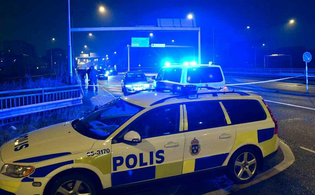 En man är allvarligt skadad efter att ha hittats skjuten i Malmö.