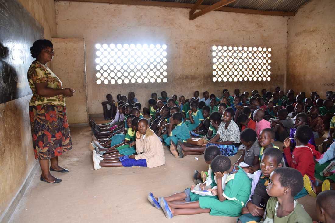 – Utbildning för flickor ger dem en röst och chans att bestämma över sina liv, säger Constance som arbetar för Plan International i Malawi.