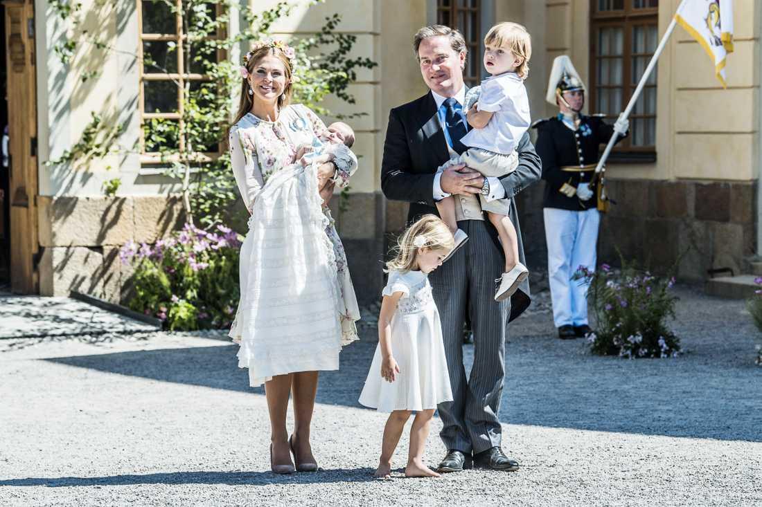 Prinsessan Madeleine och Chris O'Neill tillsammans med alla barnen under prinsessan Adriennes dop i Stockholm 2018.