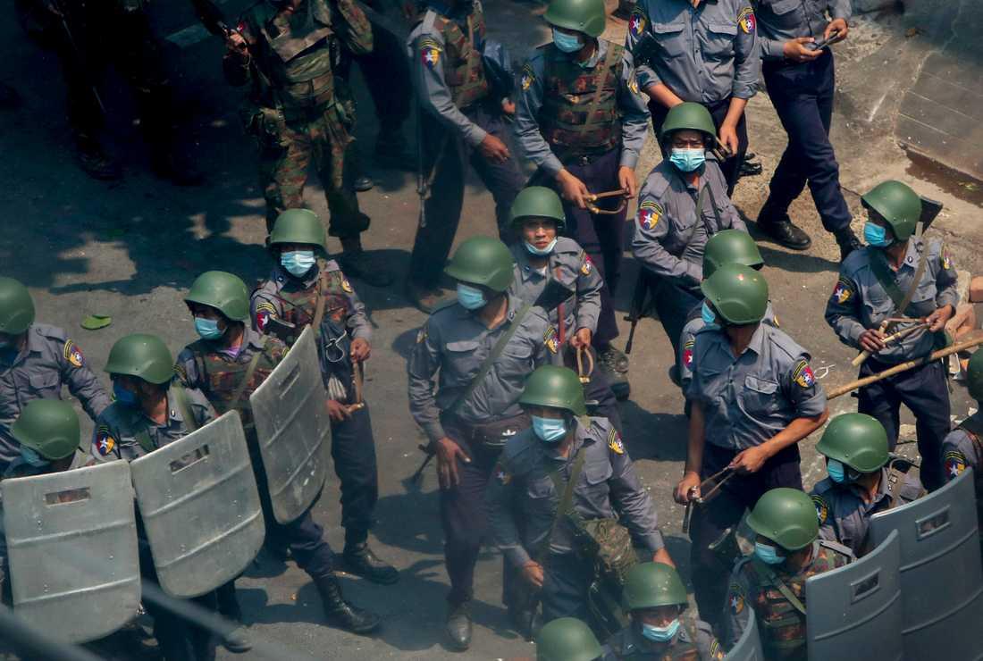 Soldater i Mandalay i Myanmar.